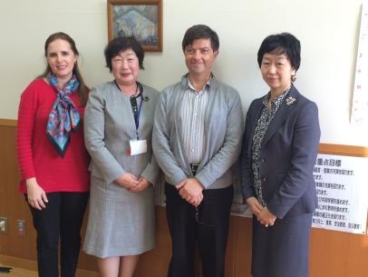"""La directora de una escuela primaria en un suburbio de Tokio comentó, con respecto al aprendizaje de la lectura: """"Cuanto antes, mejor""""."""